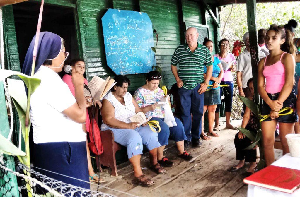 Una de las actividades comunitarias que se celebraban en la casa de Adriana y Bernardo antes del paso del huracán.