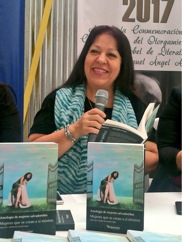 Feminista Guisela López presenta un libro.
