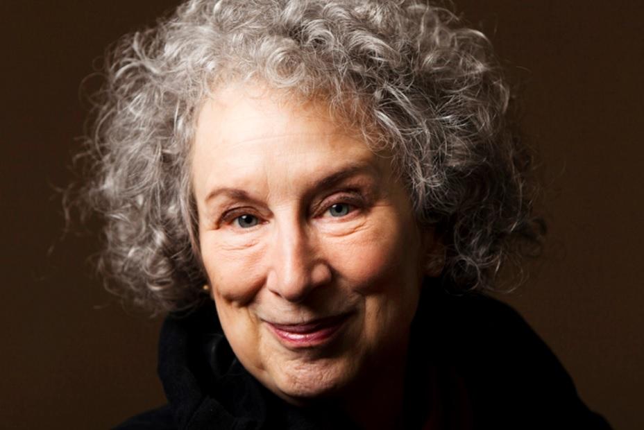 La escritora Margaret Eleanor Atwood.