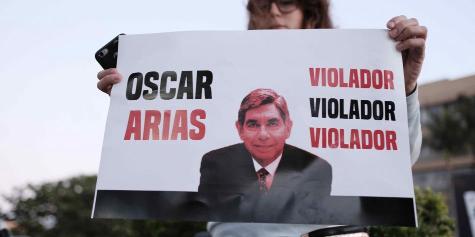 Manifestantes en San José, Costa Rica, denuncian a Oscar Arias.