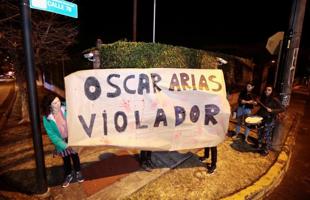 Protestas contra Oscar Arias. Foto: REUTERS / Juan Carlos Ulate (www.elperiodico.com)