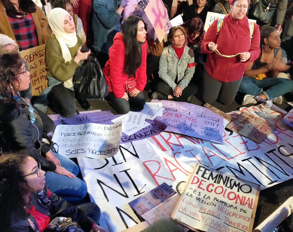 Carteles del feminismo decolonial. Foto: Francis Sánchez.