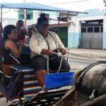 Cochera cuentapropista y otras mujeres cubanas.
