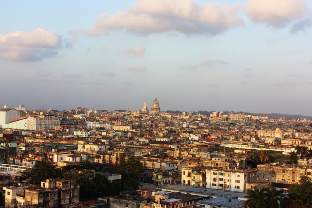 La Habana desde un edificio en Infanta y Manglar.