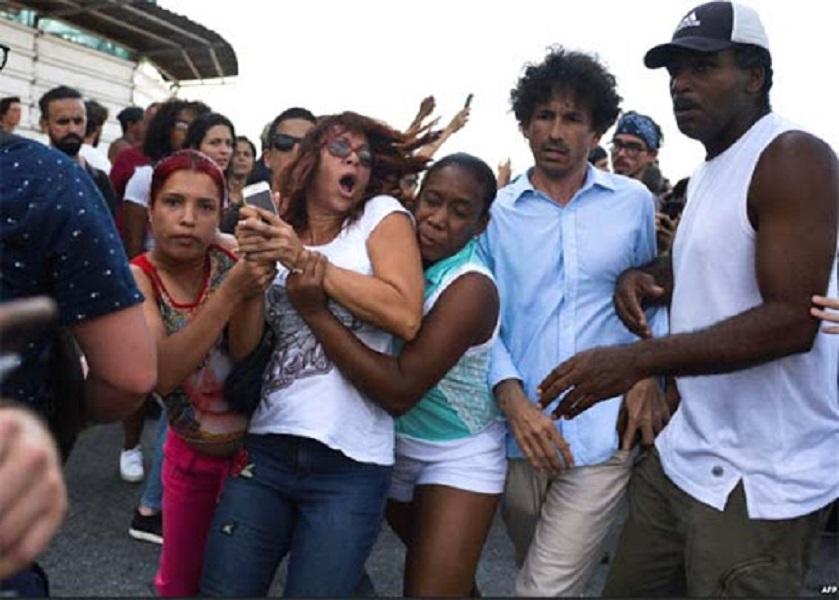 Momento en que Ileana hernández era detenida, mayo de 2019.